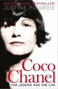 bokomslag Coco chanel - the legend and the life