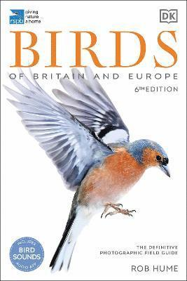 bokomslag RSPB Birds of Britain and Europe: The Definitive Photographic Field Guide