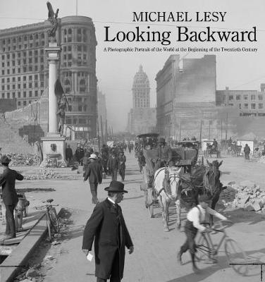 bokomslag Looking Backward: A Photographic Portrait of the World at the Beginning of the Twentieth Century