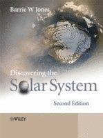 bokomslag Discovering the Solar System, 2nd edition