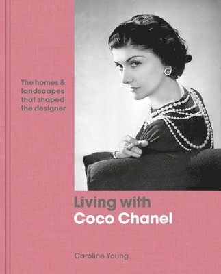 bokomslag Living with Coco Chanel: The homes and landscapes that shaped the designer
