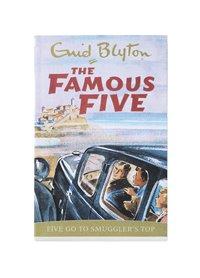 bokomslag Famous Five Go To Smuggler's Top