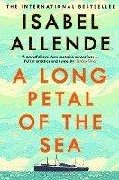 bokomslag A Long Petal of the Sea
