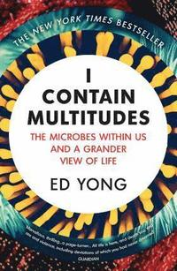 bokomslag I Contain Multitudes: The Microbes Within Us and a Grander View of Life