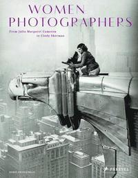 bokomslag Women Photographers: From Julia Margaret Cameron to Cindy Sherman