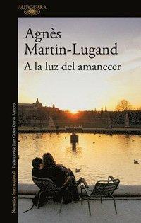 bokomslag a la Luz del Amanecer / By the Light of Dawn