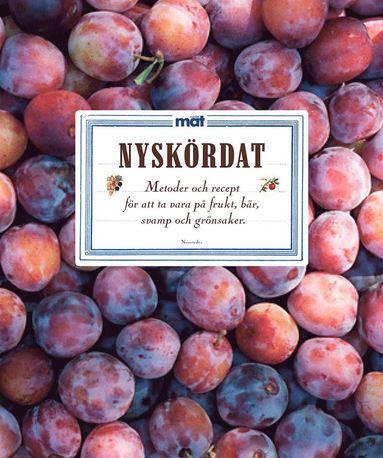 bokomslag Nyskördat : recept och metoder för att ta vara på frukt, bär, svamp och grönsaker