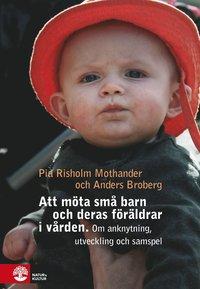 bokomslag Att möta små barn och deras föräldrar i vården : Om utveckling, anknytning