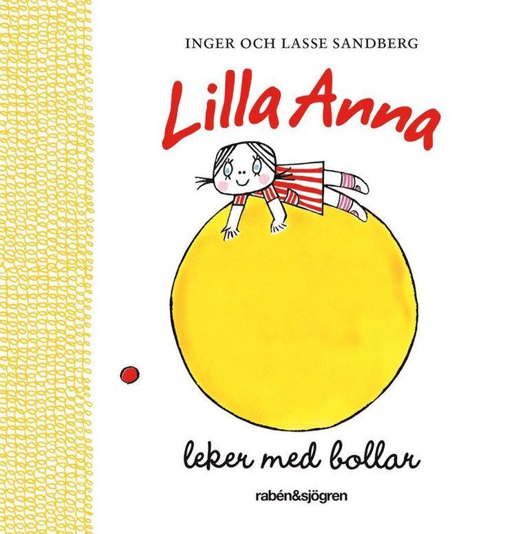 Lilla Anna leker med bollar 1