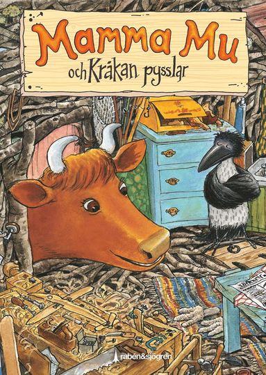 bokomslag Mamma Mu och Kråkan pysslar Pysselbok : Innehåller klistermärken