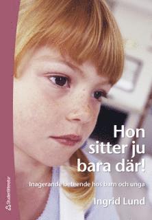 bokomslag Hon sitter ju bara där! : inagerande beteende hos barn och unga