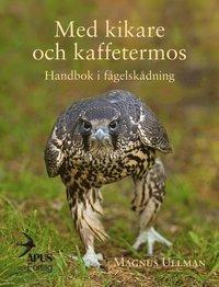 bokomslag Med kikare och kaffetermos. Handbok i fågelskådning