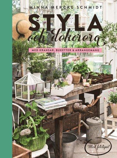 bokomslag Styla och dekorera med kransar, buketter och arrangemang