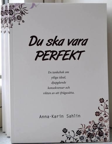 bokomslag Du ska vara perfekt : en tankebok om ytliga ideal, djupgående konsekvenser och vikten av att ifrågasätta