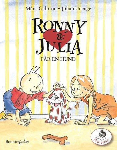 bokomslag Ronny & Julia får en hund