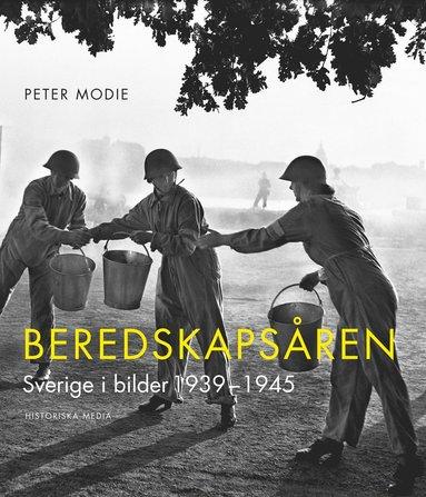 bokomslag Beredskapsåren : Sverige i bilder 1939-1945