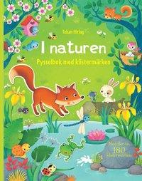 bokomslag I naturen : pysselbok med klistermärken