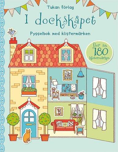 bokomslag I dockskåpet. Pysselbok med klistermärken