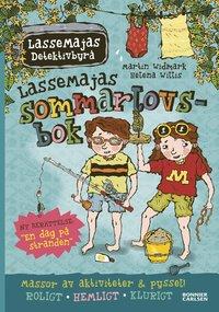 bokomslag LasseMajas sommarlovsbok. En dag på stranden