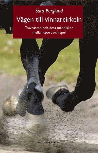 bokomslag Vägen till vinnarcirkeln : travhästen och dess människor mellan sport och spel