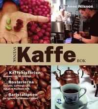 bokomslag Svensk kaffebok : kaffehistorien - bönans väg till Sverige : rosterierna - Gevalia, Löfbergs lila, Johan & Nyström m.fl. : baristatipsen - så lyckas du hemma i köket