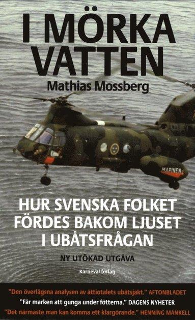 bokomslag I mörka vatten : hur svenska folket fördes bakom ljuset i ubåtsfrågan