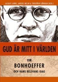 bokomslag Gud är mitt i världen: Om Bonhoeffer och hans relevans idag