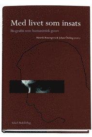 bokomslag Med livet som insats : biografin som humanistisk genre